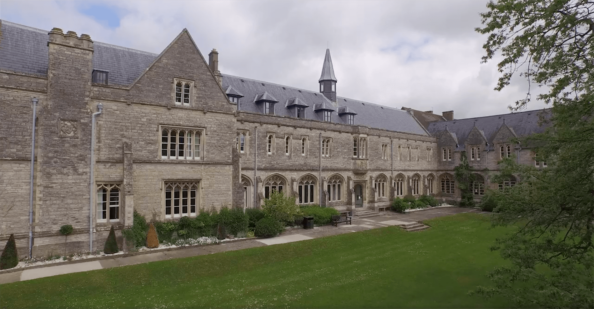 university_of_chichester_1900x990.png