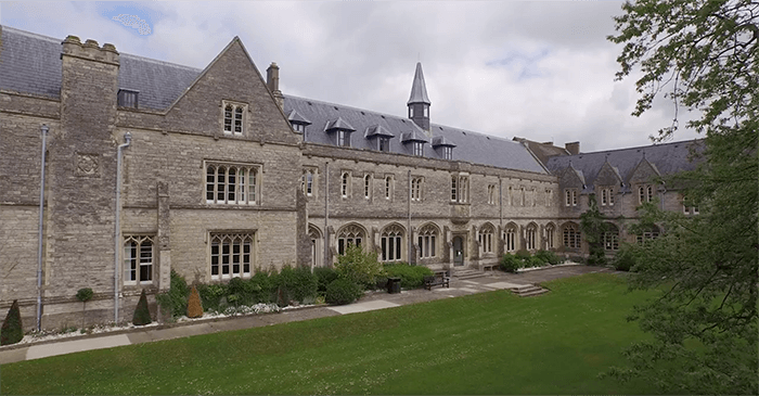 university_of_chichester_700x365.png